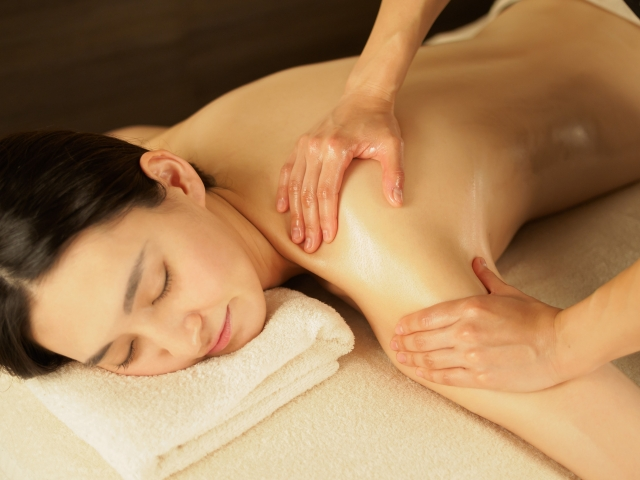 肌に直接触れるトリートメントは最高のストレスケア